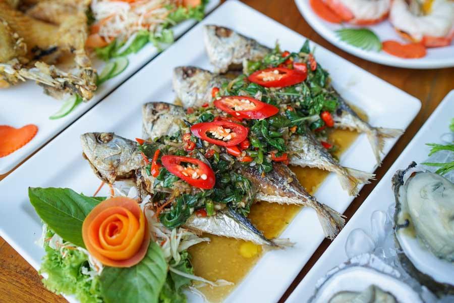 ปลาทูทอดราดพริกสด
